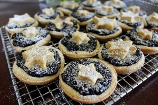 https://sweetnorwesterly.com/2015/12/20/berry-and-orange-zest-christmas-mince-pies/
